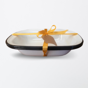 enamel pie dish with black rim bakeware