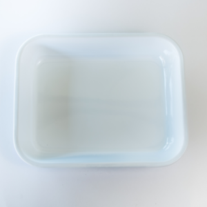 White enamel baking pan bakeware