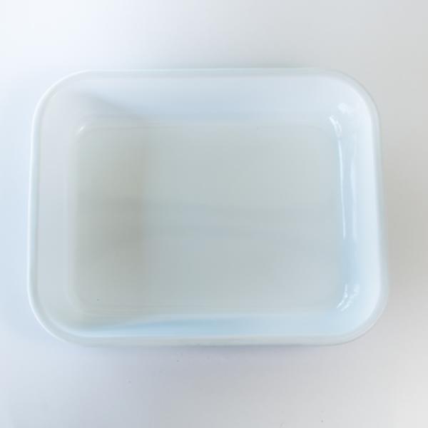 White enamel baking pan bakeware
